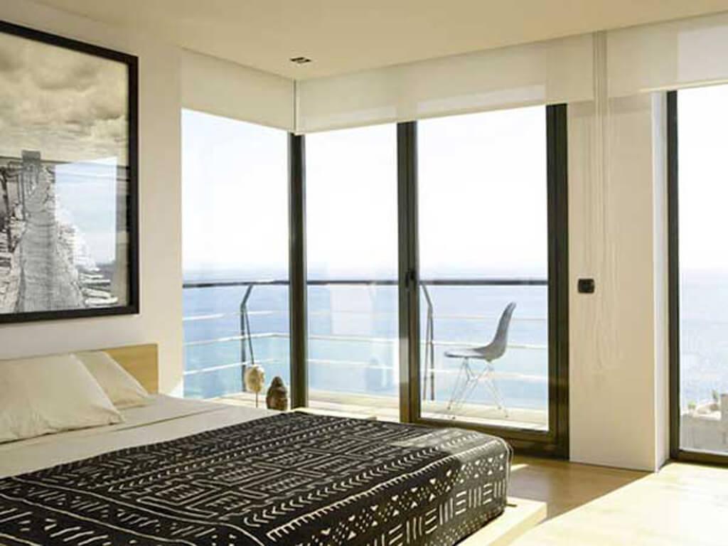 10 Amazing Bedroom Interior Design Ideas With Glass Walls