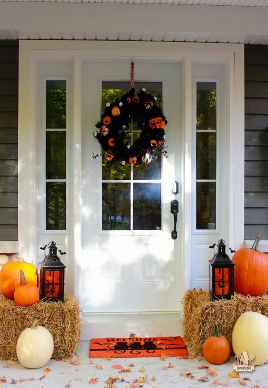 Cute Halloween decor with pumpkins