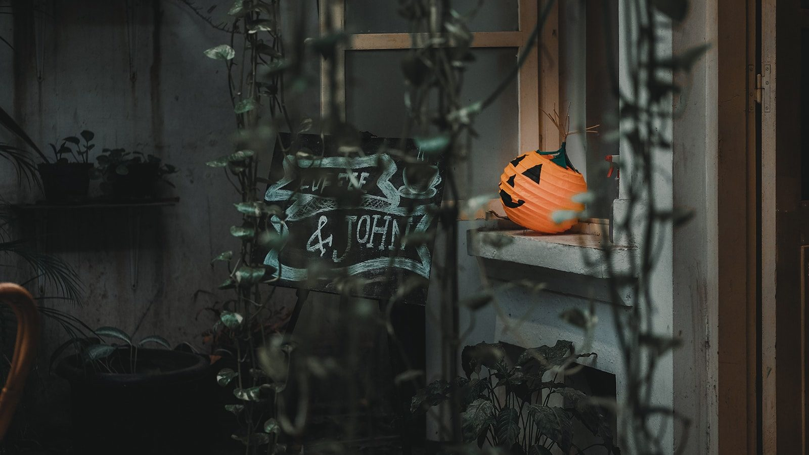 Halloween Pumpkin Decor for the Front Porch that You'll Simply Adore
