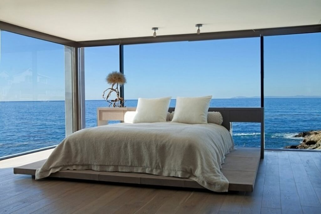 Amazing Bedroom With Ocean View