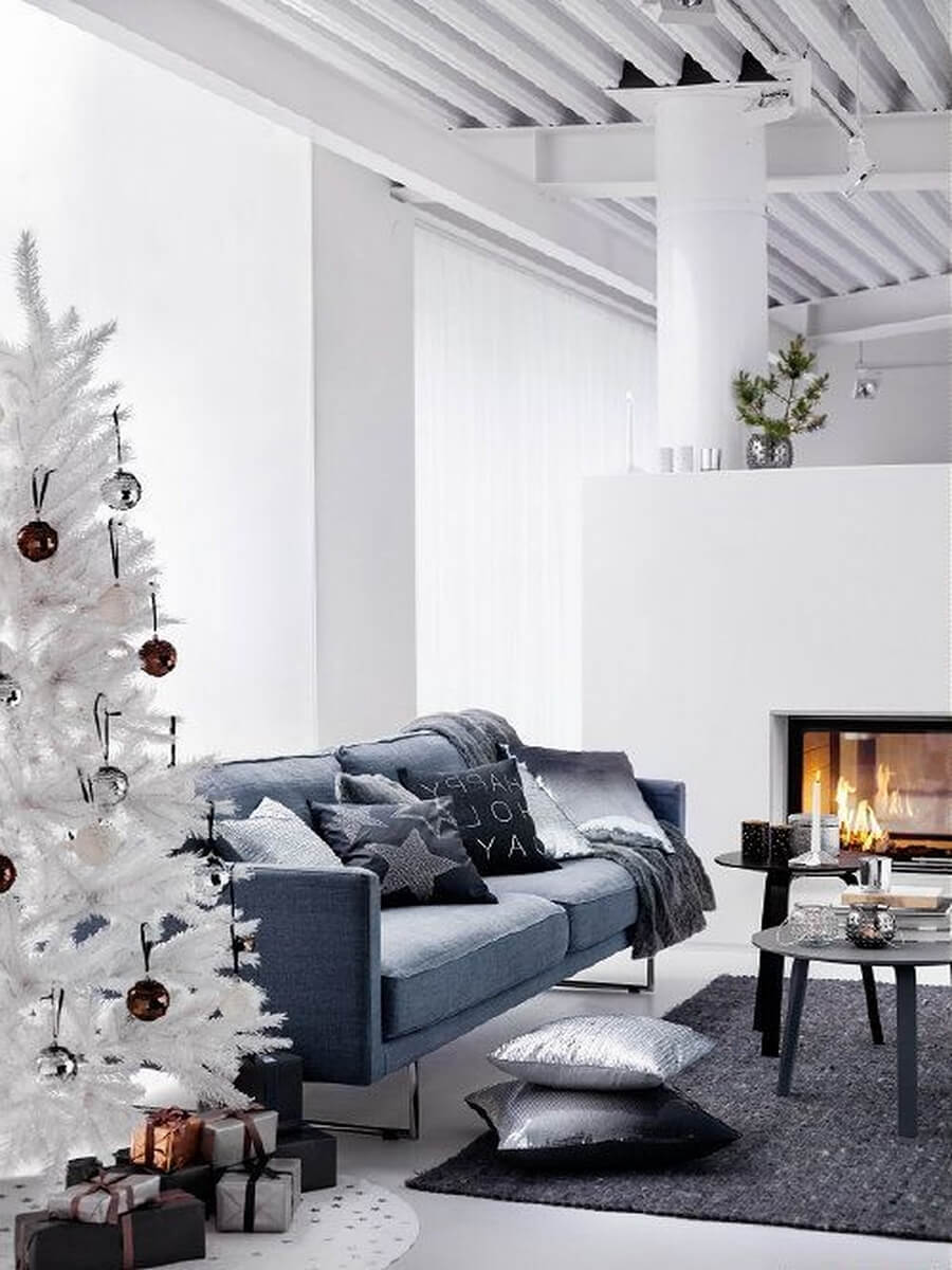 12 most gorgeous and inviting christmas living room decor ideas. Black Bedroom Furniture Sets. Home Design Ideas