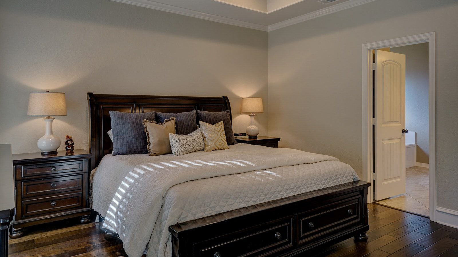 Serene Neutral Bedroom Designs to Create the Perfect Room to Relax In