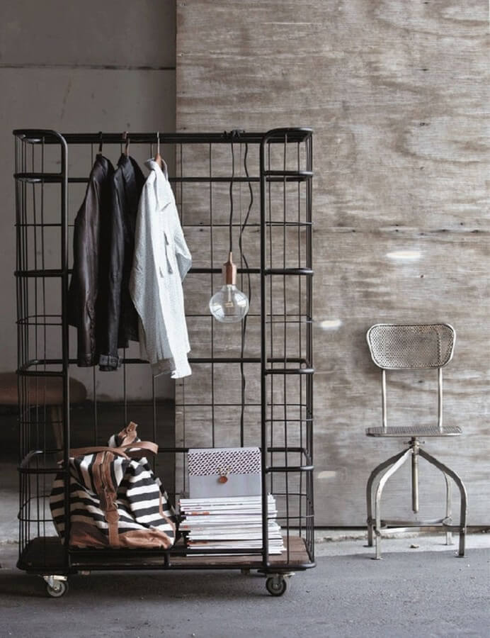 11 stylish bedroom clothes rack desings https for Mobel industrial style