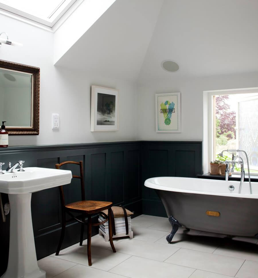 Wainscoting Bathroom: 9 Superb Clawfoot Tub Design Ideas For Chic Touch