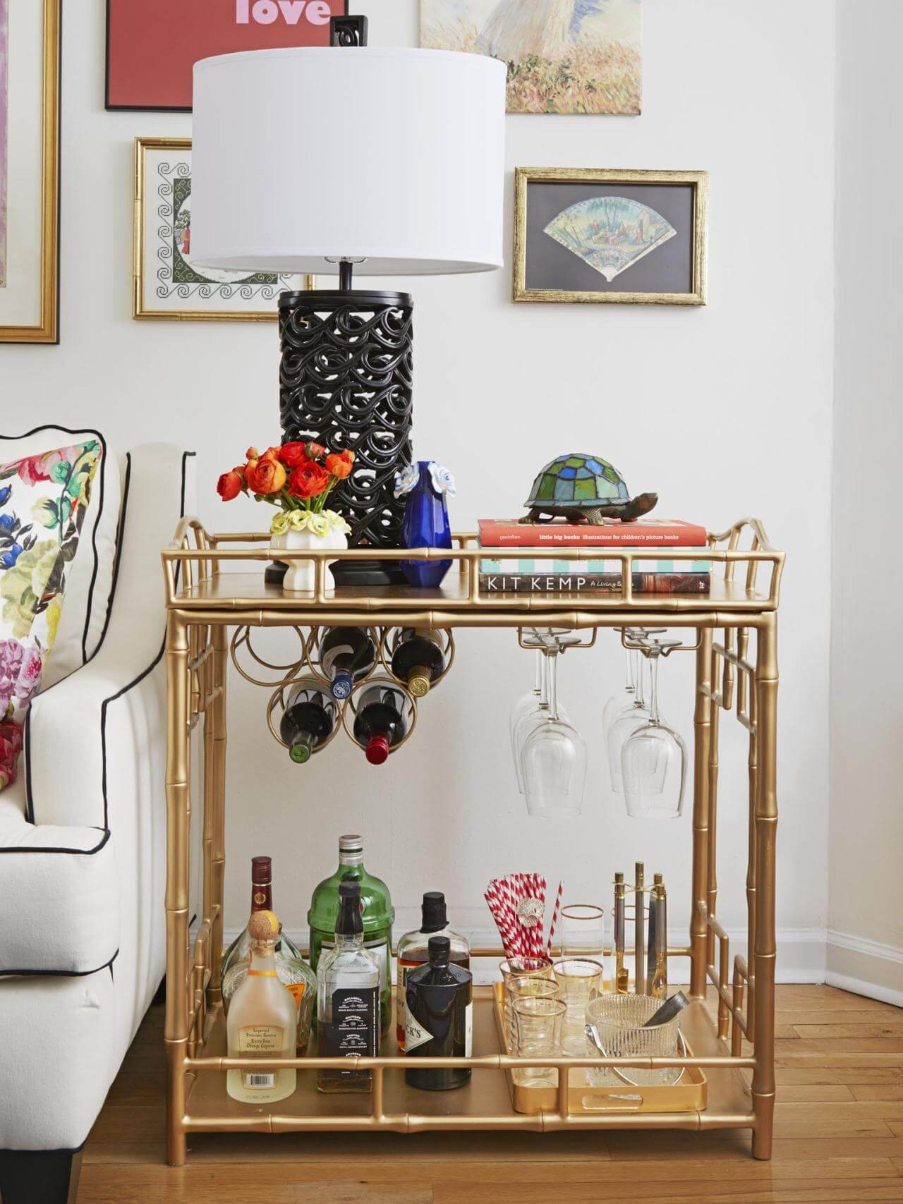 35 Chic And Bold Brass Home Décor Ideas: 8 Fabulous Bar Carts Design For Classy Touch