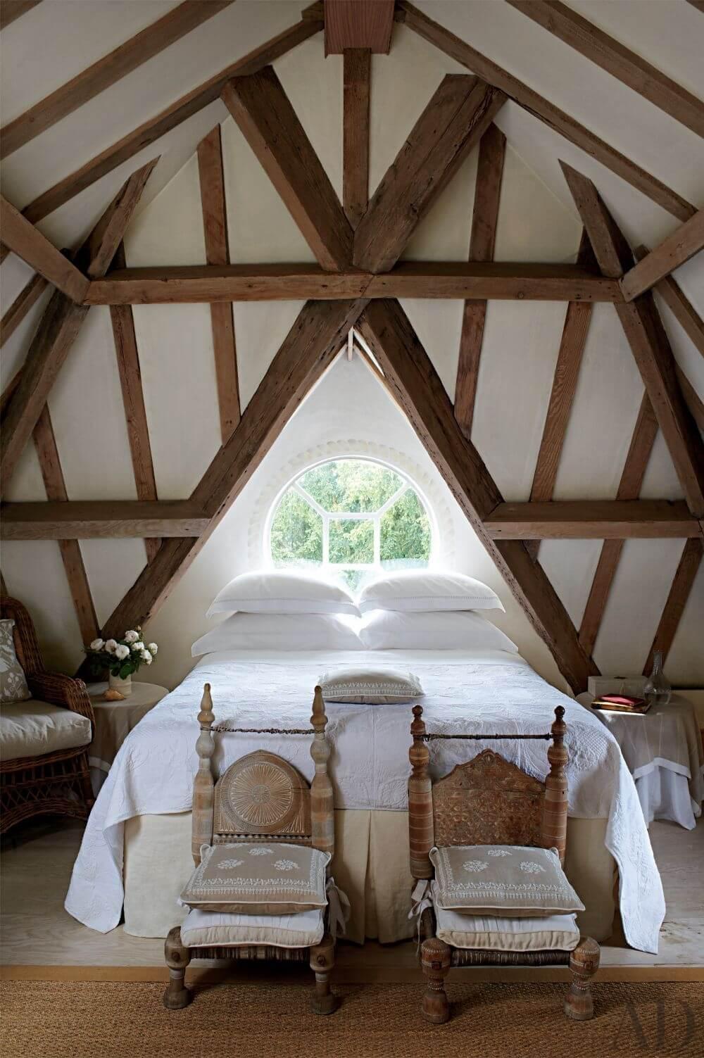 10 vaulted ceiling design ideas for modern bedroom https for Beamed ceiling