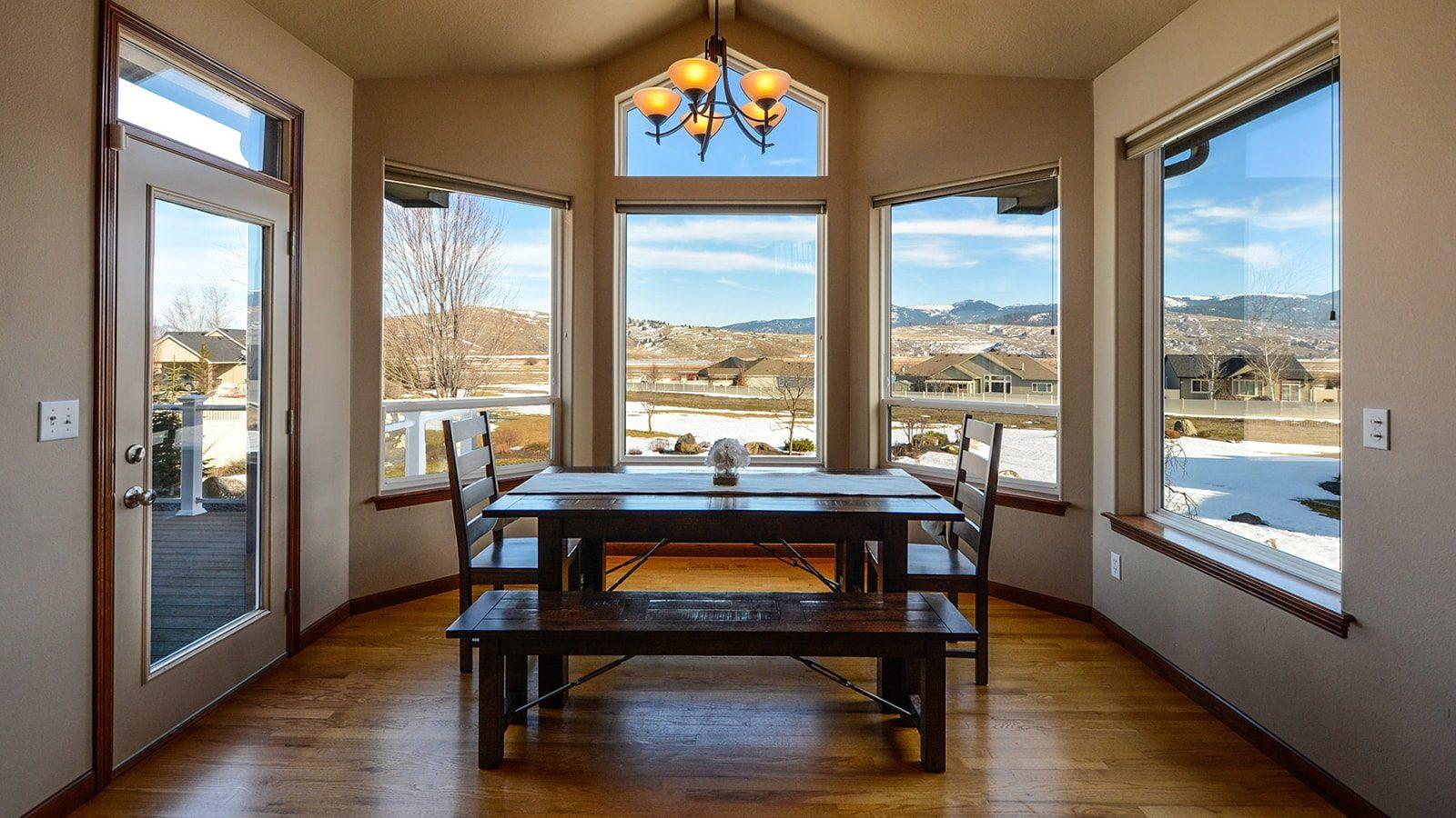 10 Chic Farmhouse Dining Room Design Ideas