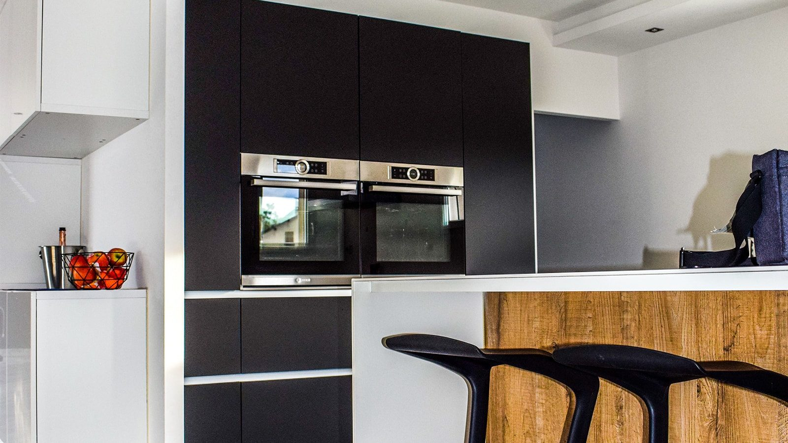 8 Contemporary Black and White Kitchen Design Ideas