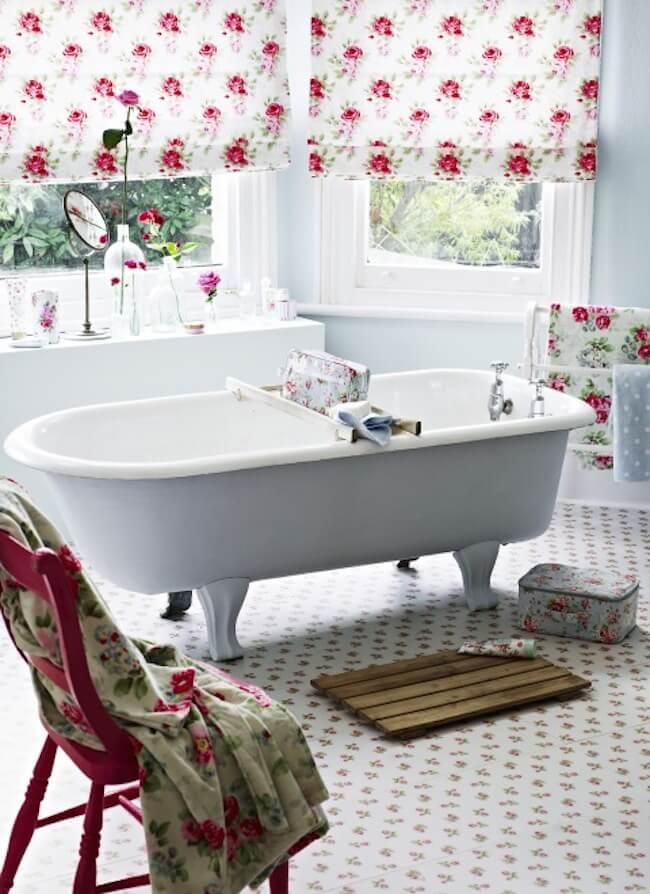 floral shabby chich bathroom