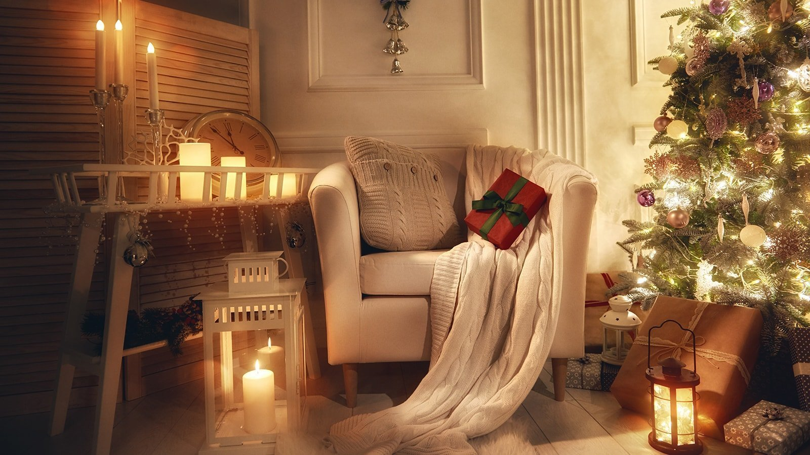 Gorgeous warm and inviting christmas decor for your - Room ideas for small rooms ...