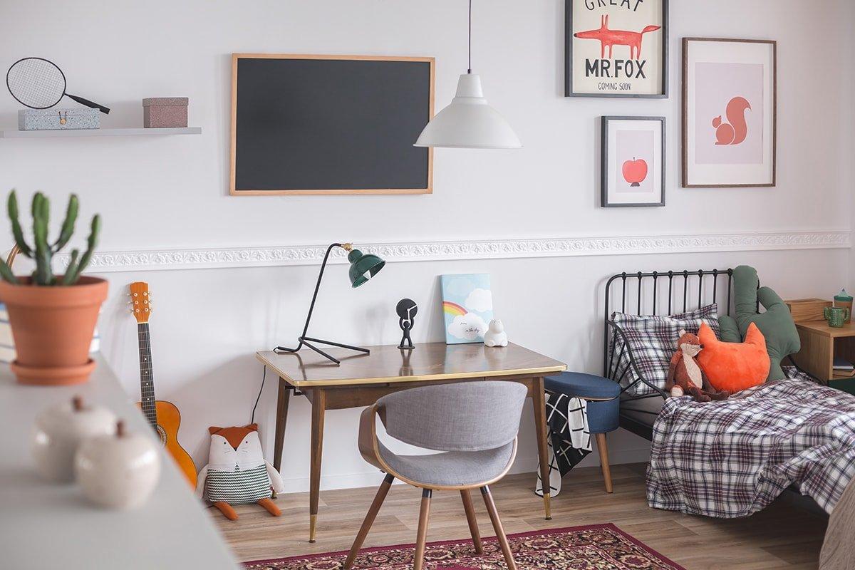 Kid's bedroom with desk