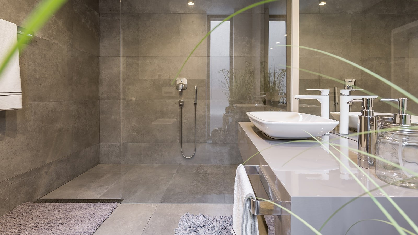 Spacious bathroom with ceramic shower