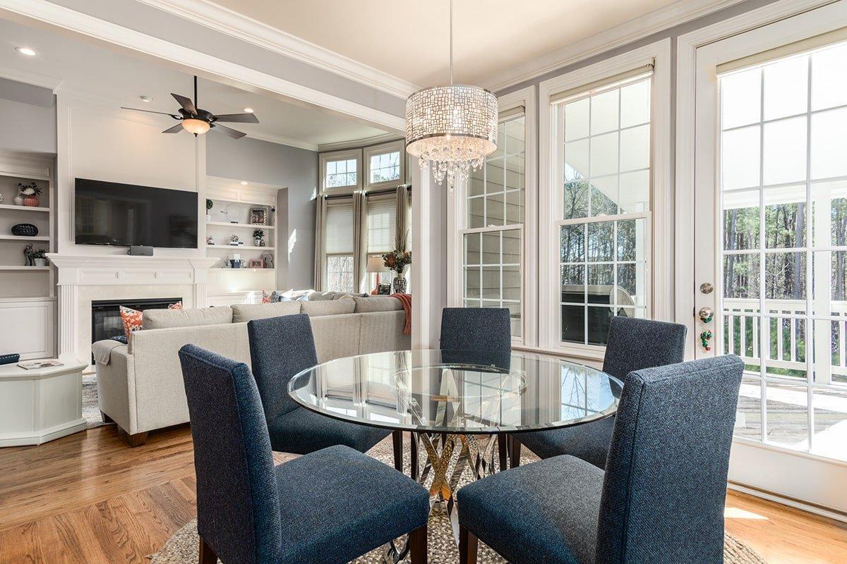 Single pendant light in dining room
